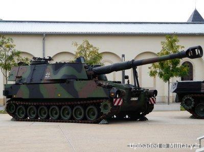normal_M109_howitzer_Dresden.JPG
